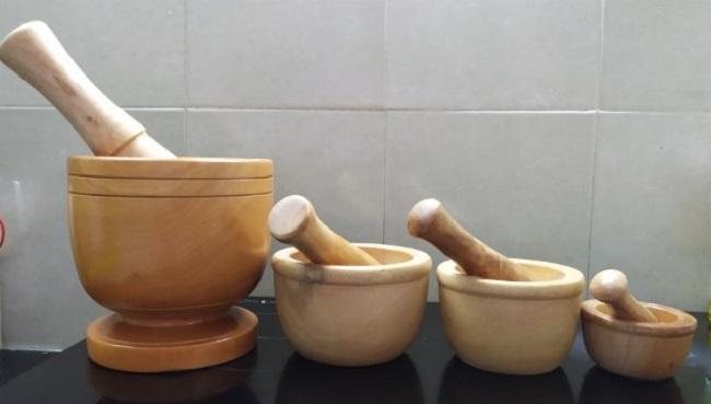 Có nên dùng chày cối giã bằng gỗ không?