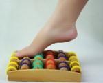 Giá bán dụng cụ massage chân bằng gỗ bao nhiêu tiền?